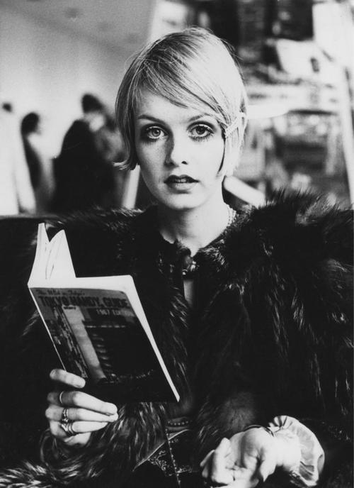 black and white, model, twiggy
