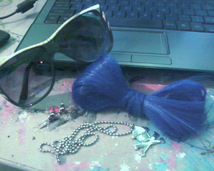 accessories for the day, bow made of hair, cool sunnies, cupcake jewelry, cute photography