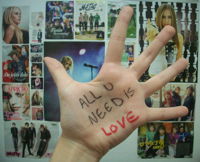 all you need is love, avril, avril gata, avril lavigne, capricho