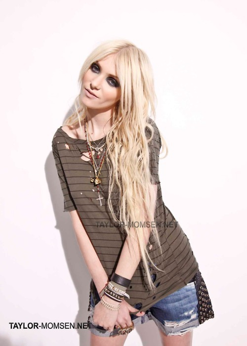 bleach blonde, blonde, cross, fashion, grunge, hair, jewelery, music, punk, racoon, religion, rock, sonho, taylor momsen