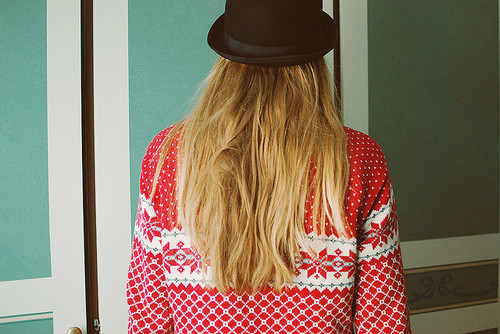 blonde, christmas, christmas jersey, christmas jumper, christmas sweater, christmassy, christmasy, fashion, film, girl, hat, hipster, hipster girl, indie, indie girl, jersey, jumper, knitted jersey, knitted sweater, knitwear, long blonde hair, long hair
