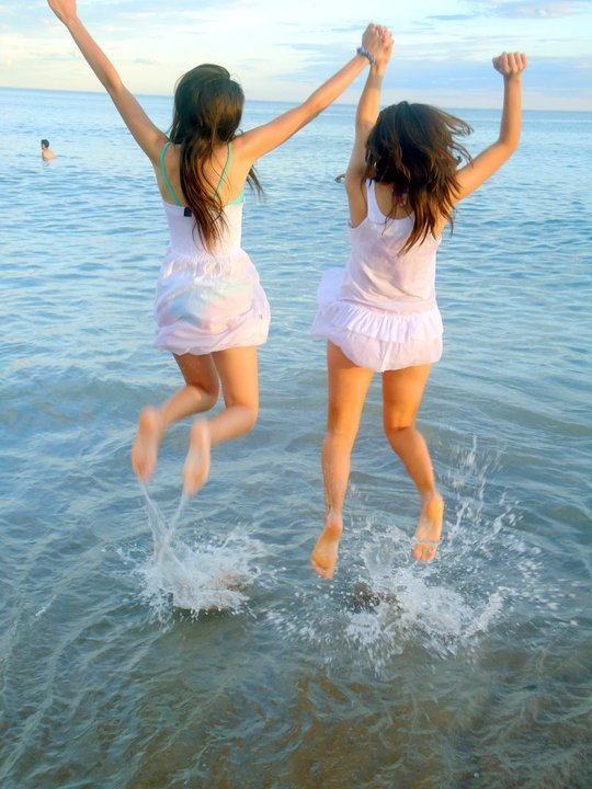 beach, friends, girls , hair, jump