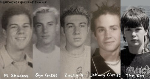 avenged sevenfld, avenged sevenfold, caralho, credo, i made this hahaha, johnny christ, o zack e gtachenho, porra shadz tu era tenso, rev, shadows, so cute, syn com cara de drogado, synyster gates, tenso, the rev lindo ooown, young