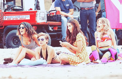 90210, annalynne mccord, friends, jessica lowndes, jessica stroup
