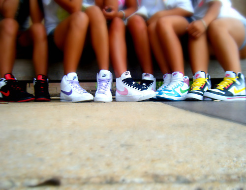 best friends, friends, girls, nike, shoes, tan, wtf