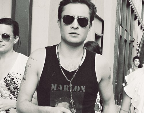 black and white, chuck bass, ed westwick, gossip girl, hot, hot!, man, marlon rando, pilot, sexy, sunglasses