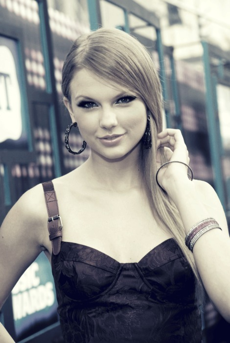 alone, hair, hoop, smile, taylor swift