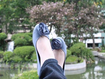 365 days, 365 dias, 365 project, blue sweet shoes, flower, garden, jeans, pants, shoes, tree