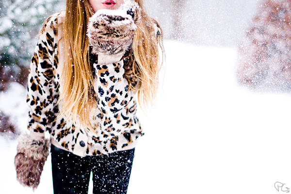 blow, blowkiss, cardigan, fur, girl, gloves, hair, kiss, leopard, lips, mmiaas, pattern, snow, snowflakes, sweden, tree, white, winter