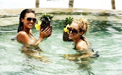 fruit, girls , lauren conrad, one tree hill, pineapple