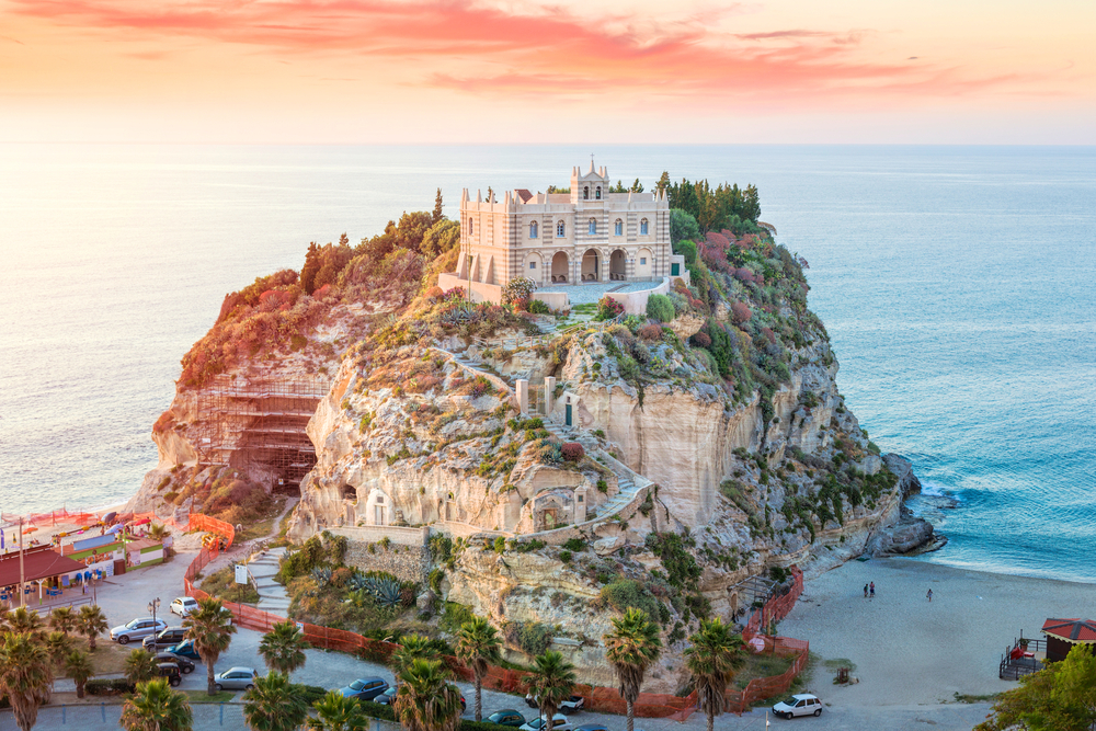 amazing, architecture, atardecer, beach, beautiful, calabria, cool, europa, europe, isla, island, italia, italy, lucy, naturaleza, nature, ocean, photography, playa, sea, sunlight, sunset, sunshine, travel, viajar, tropea, santa maria dell'isol
