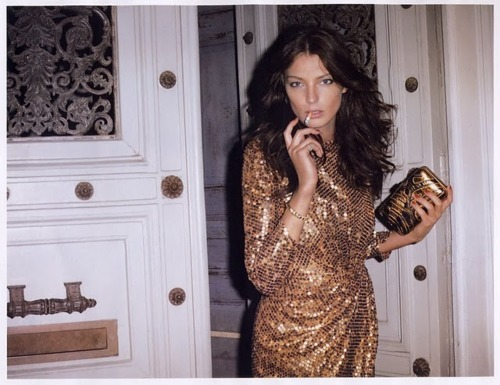 brown hair, daria werbowy, door, fashion, girl, glamour, gold, hair, model, smoking