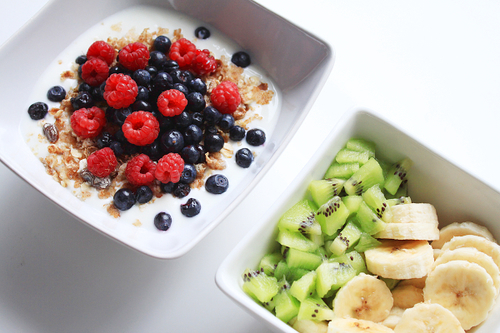 banana, bananas, blueberries, blueberry, fit, food, fruits, healthful, healthy, kiwi, mighty, oatmeal, raspberries, raspberry, well, wholesome, yum, yummy, First Set on Favim.com, blueberrie, salubrious