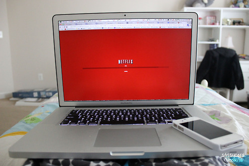 how to watch netflix on laptop from iphone