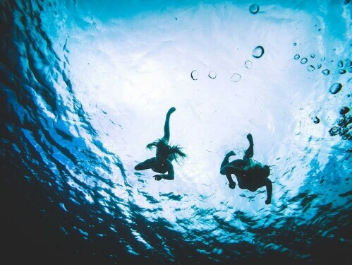 best friends, blue, boy, cool, free, freedom, girl, grunge, ocean, sea, summer, summertime, sun, sunshine, swimming, under water, wave, ​beautiful, ​​beach