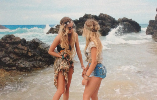 blonde, boho, friends, girl, girl thing, girly, girly stuff, hair, hairstyle, hipster, indie, lady, outfit, pretty, style, summer, woman, beautiful, beach, ootd