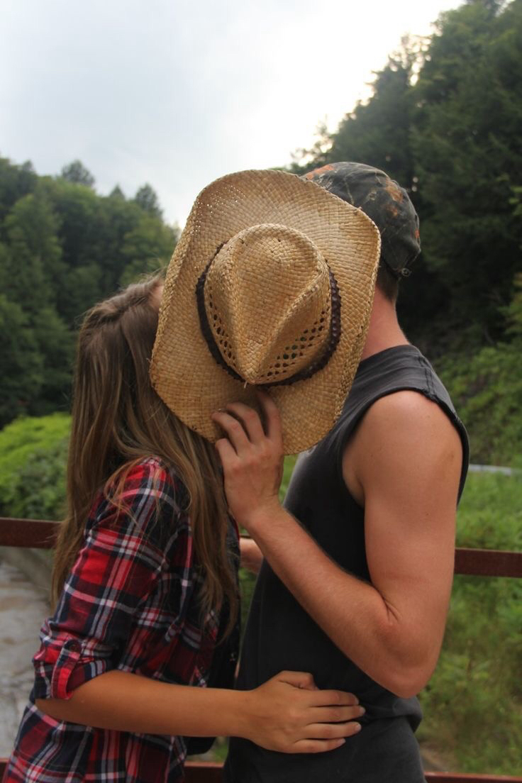 Country Couple Cute And Kiss Image 3319300 On Favim Com