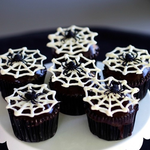 Spiderweb cupcakes - image #3621381 by loren@ on Favim.com