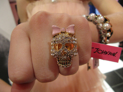 betsey johnson, bow, fashion, photography, rings, skull