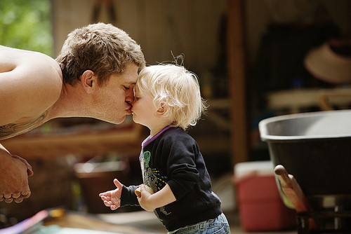 blonde, boy, child, cute, dad, endless love, family, fluffy, jude law, kid, kiss, love, perfect