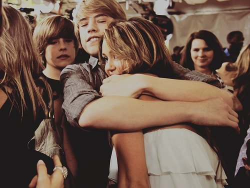 celebrity, cole sprouse, cute, dylan forever alone lol, dylan sprouse, famous, girl and boy, hug, miley cyrus, sprouse twins, twins