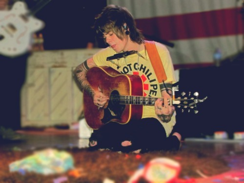 chris drew, christofer drew, cute, guitar, never shout never, nevershoutnever, nevershoutnever!, red hot chili peppers, tattoo, vintage