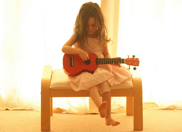 cute, little girl, orlando bloom, ukulele