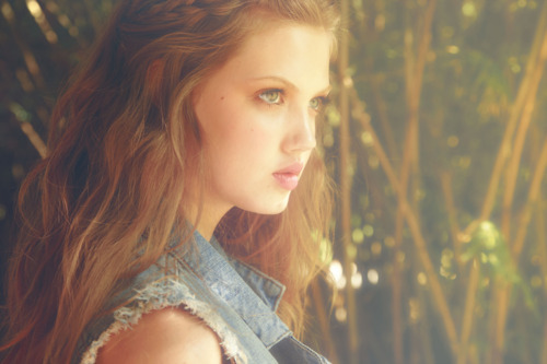 freak, girl, lindsey wixon, lips, pretty, strange, ugly, weird