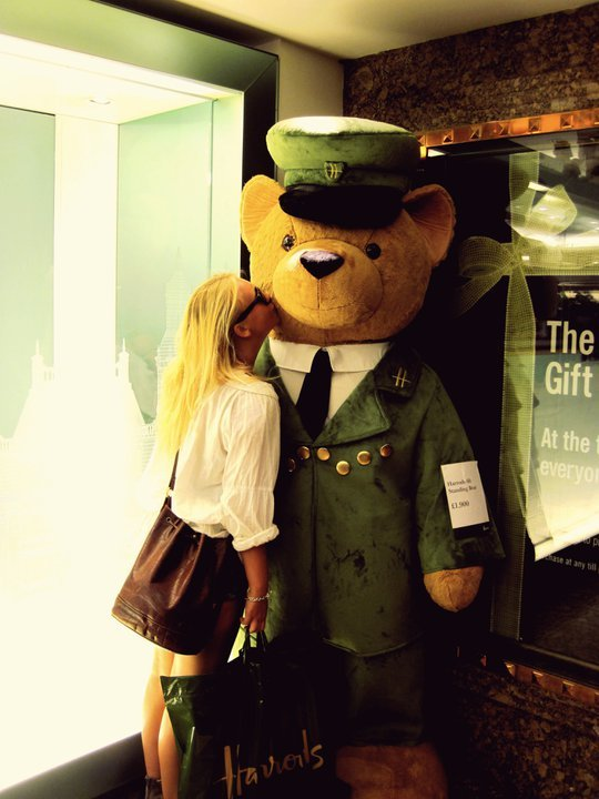 bear, blonde, girl, harrods, kiss