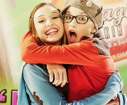 awnnnnn, best friends, cute, emily osment, girls, hannah montana, miley cyrus, separate with comma