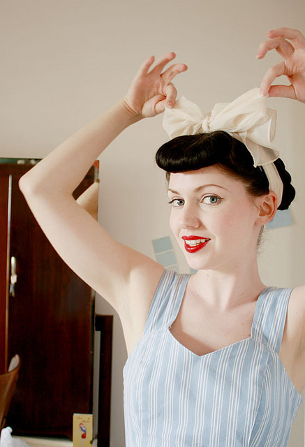 bow, delicate, girl, lisptick, makeup, pale, red lips, vintage, vintage hair