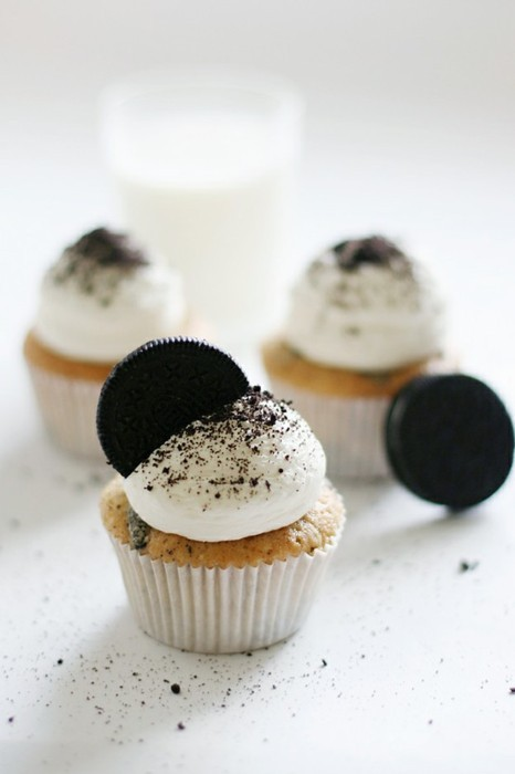 cookies and cream, cupcakes, delicious, food, milk, oreos, sweet, white, yummy