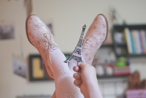 bokeh, by melina souza, creative, cute, dorable, eiffel tower, france, honey pie, honeypie, meias rendadas, melina de souza, melinwonderland, oxford, paris, pastel, pink, pretty, soft tones, tights, torre eiffel, tour eiffel