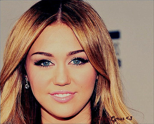 beauty queen, cute, miley cyrus, nice, que nariz feio