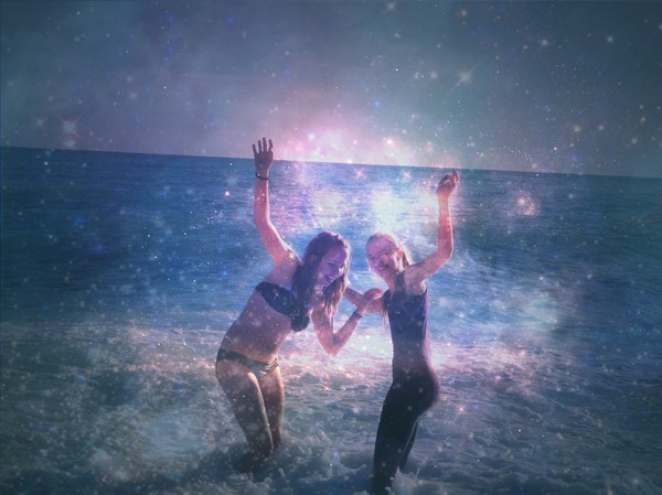 beach, firends, girls, happiness, happy, ithoughtiwas, love, ocean, relationship, stars, sun, universum