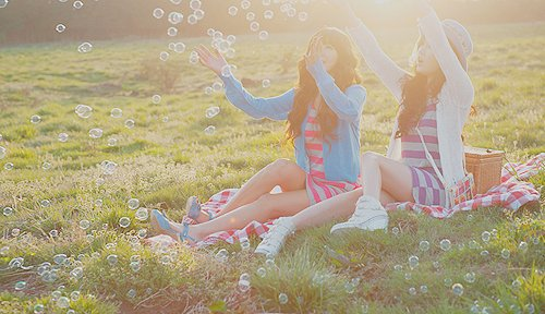 asian, bubbles, fashion, friends, girl, girls, grass, happiness, korean, picnic, separate with comma, spring, summer