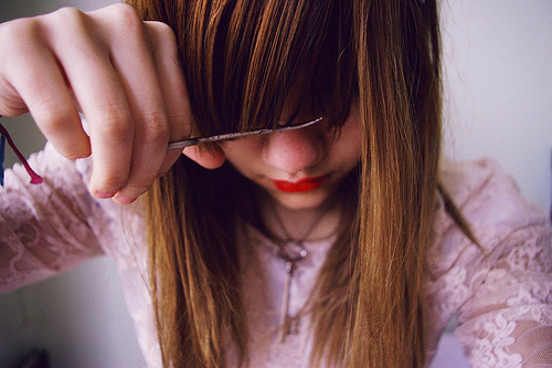 bangs, blonde, cut, fashion, girl, hair, key, lace, lipstick, necklace, photography, pretty, scissors