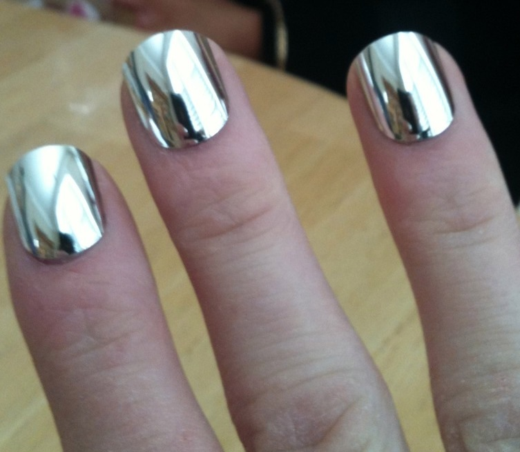 mirror nail polish. here\u0027s that silver mirror nail polish. and i\u0027m just dying to find try it. i think it\u0027s the coolest polish ever created. l