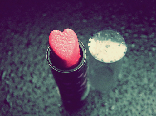 http://s1.favim.com/orig/201109/12/amazing-heart-lipstick-love-make-up-Favim.com-143002.jpg