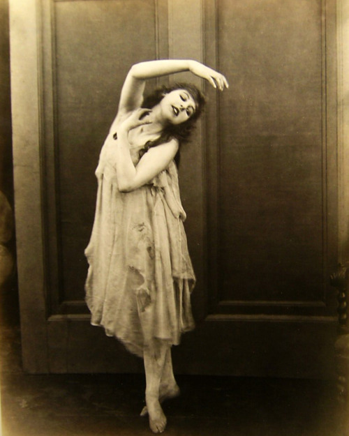 1920s, dancer, girl, separate with comma, sepia