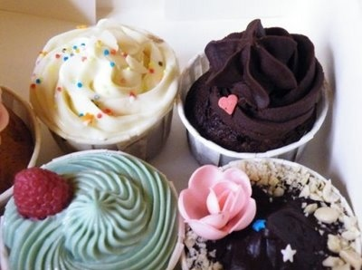 black chocolat, cakes, cherry, chocolate, cream, cupcake, cupcakes, delicious, eat, heart, mini, small, white chocolate, yummi