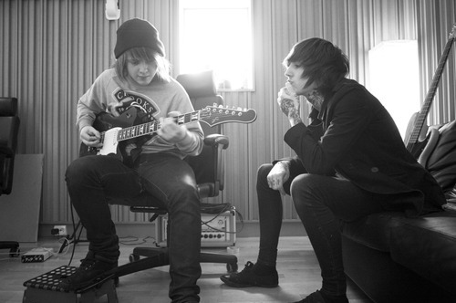 black and white, bring me the horizon, guitar, lee malia, oliver sykes
