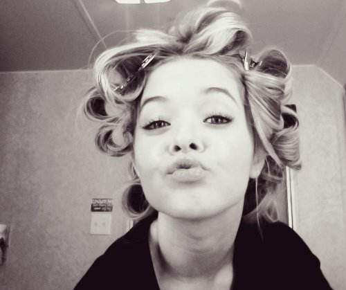 alison, alison dilaurentis, black and white, girl, kiss