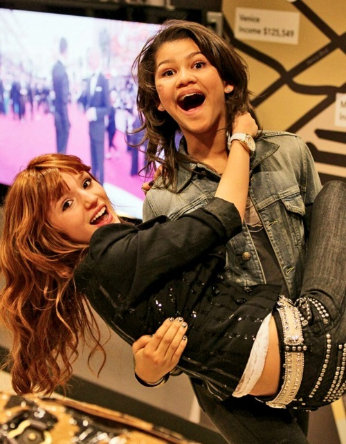 bella thorne, friends, girls , happy, shake it up