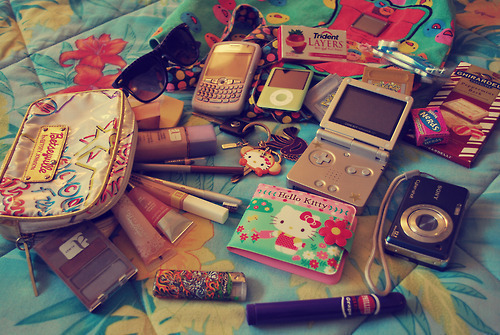 bag, camera, cell phone, celular, cute, game, glasses, gloss, hello kitty, ipod, keychain, make up, pink, trident, wallet, whats in my bag