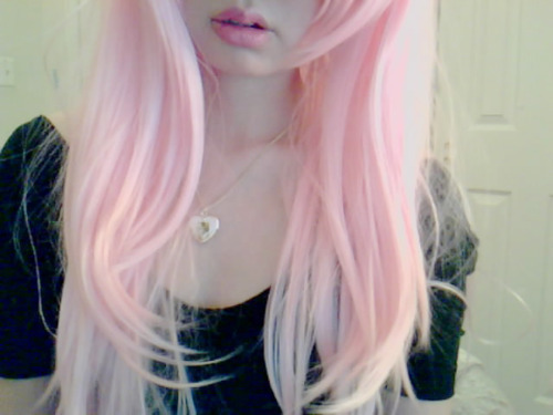beautiful, black shirt, cute, girl, heart necklace, lips, necklace, pink, pink hair, scene