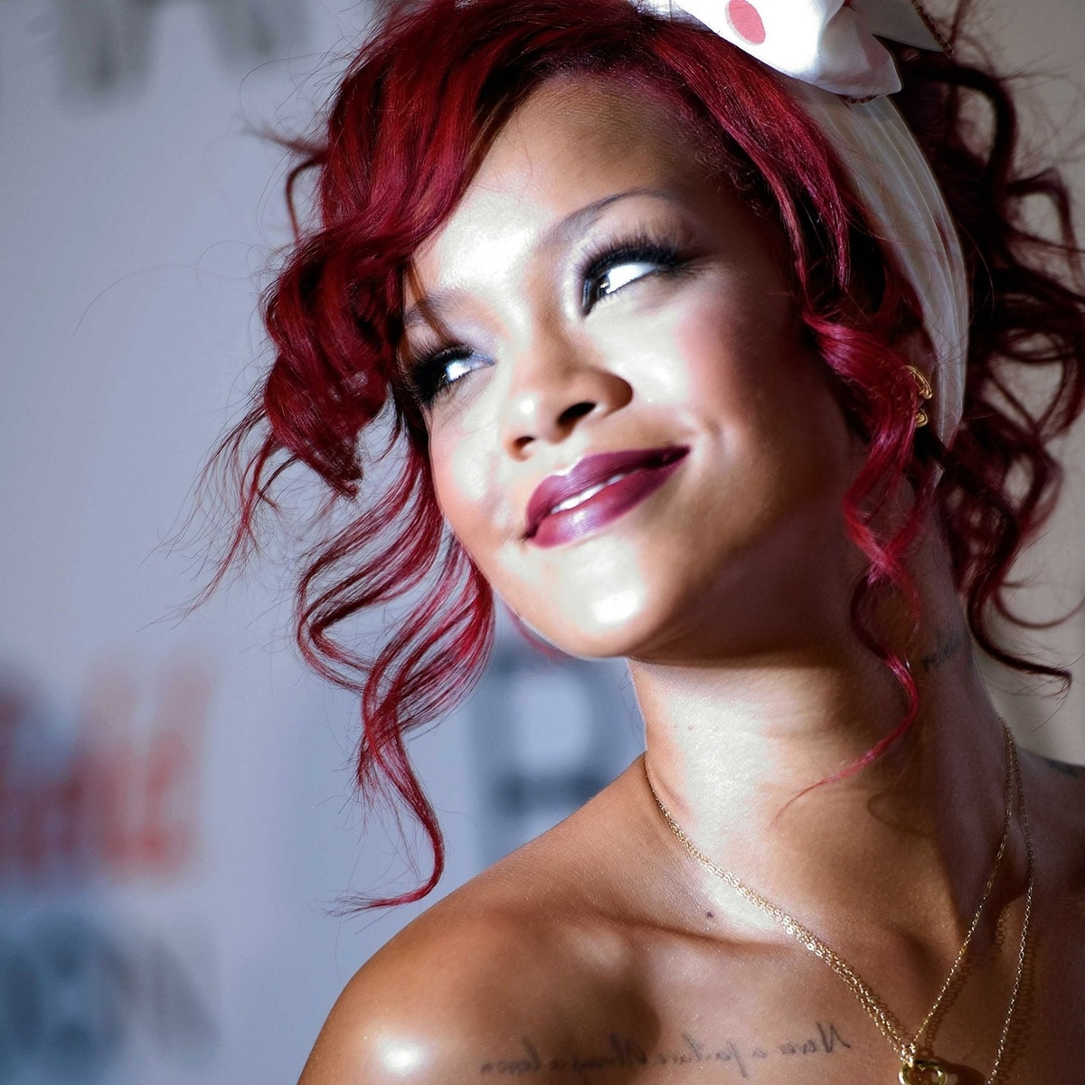 http://s1.favim.com/orig/22/beautiful-red-red-hair-rihanna-Favim.com-211074.jpg