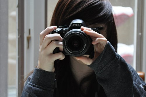 adorable, amazing, beautiful, blur, blurred, blurry, brown, brunette, camera, cute, effect, emo, female, girl, gorgeous, grey, hair, hand, hands, inspirational, lense, makeup, nails, nikon, photo, photography, pretty, scene, sleeve, stunning