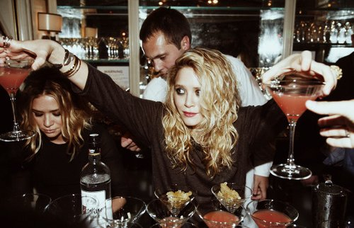 ashley olsen, bar, drinks, mary-kate olsen, olsens, twins