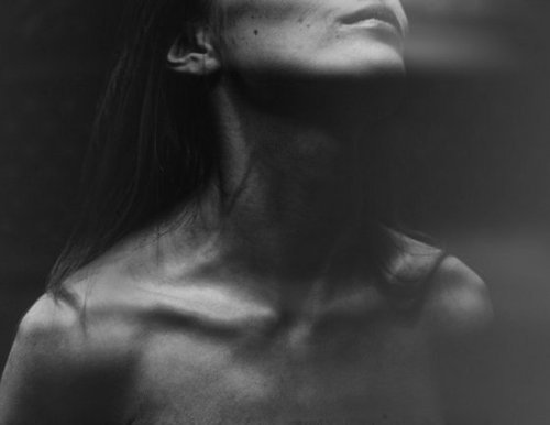 b&w, brunette, collarbones, girl, model, skin, skinny, thin, thinspiration, thinspo